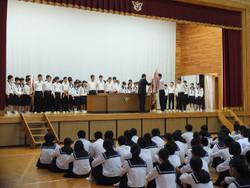 新人戦を含め,たくさんの生徒が壇上にのぼり,表彰を受けました。