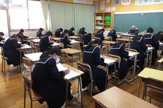 放課後,2年1組の教室で,第3回目の漢字検定が行われています。