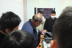 電気管理業では,仕事で使用する機器を説明してくださいました。