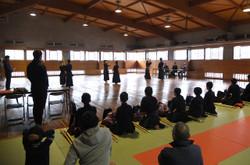 木刀による剣道基本技の審査。1級は基本1から9までです。