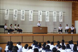 各学級から選出された生徒たちが,自分の主張を発表しました。