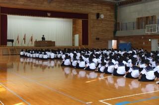 期末テストにむけ,学校長が子どもたちに激励のことばを贈りました。