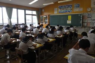 1年生は数学のテスト。最後のテストに真剣に取り組みます。