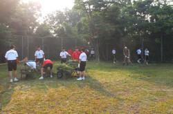 たくさんの草刈り機のおかげで,校庭の隅々まで綺麗になりました。