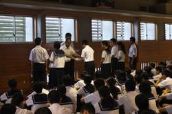 先日行われた学年弁論大会の表彰が行われました。