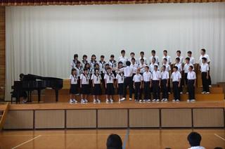 合唱コンクールはステージに上がるところから降りるところまでが審査の対象になります。
