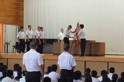 県大会で好成績をおさめた部活動の生徒たちが表彰を受けました。