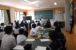 第2理科室で1年1組は状態変化の学習を行いました。