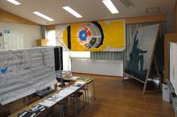 英語少人数教室には,長崎原爆と平和に関する展示・平和祈念像のつまようじアートが展示されています。