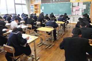 期末テスト最終日。皆時間いっぱい真剣にテストに臨んでいます。