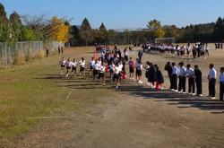 駅伝競技は,1クラス10人の選手たちが12kmを襷で繋ぎます。