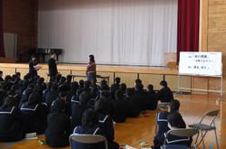 生徒を代表して,生徒会本部役員の生徒がお礼の言葉を述べました。