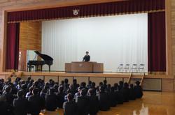 学校長からは,新年を迎えて,改めて末吉中の3つの取組について,さらにレベルアップを図ってほしいことが話されました。