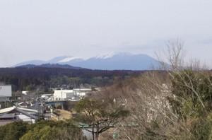 韓国岳・高千穂峰山頂には昼でも雪がとけずに積もっています。