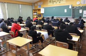 放課後28名の生徒たちが漢字検定にチャレンジしました。