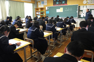 2校時,3年生は保健体育のテストです。