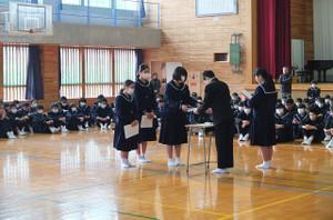 各専門部の発表の後,学習部から多読賞の表彰が行われました。