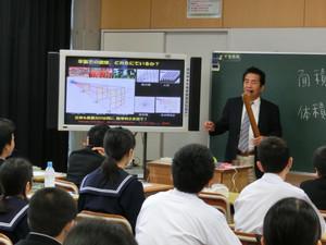 岩手大学名誉教授の八木一正先生が1年生を対象に出前授業を行ってくださいました。