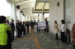 南埠頭の待合ターミナル前で出発式を行いました。