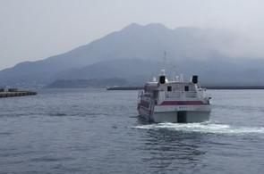 種子島に向け,定刻通りトッピー7は鹿児島本港を出発していきました。