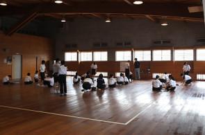 武道場(剣道場)では握力の測定が行われました。