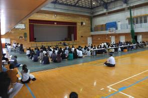 授業参観後,体育館でPTA総会が行われました。
