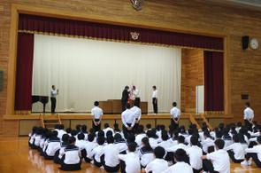 連休中に試合があった各部活動の表彰が行われました。