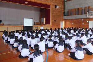 1年生は,メセナの時間のオリエンテーションで,郷土の学習のコース分けを行いました。