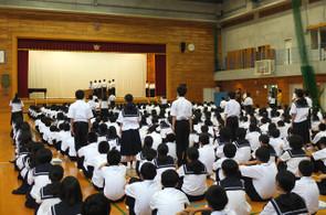 陸上部・卓球部の表彰が行われました。