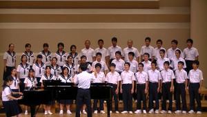 生徒たちは練習の成果を末吉総合センター大ホールのステージで披露しました。