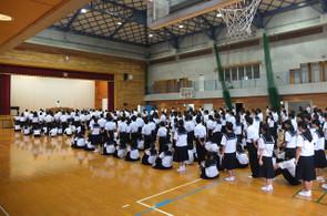 学校長からは,県大会等に出場する生徒全員に激励の言葉が贈られました。