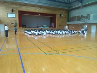 6校時,3年生を対象に,体育館で明日から行われる職場体験学習の事前指導が行われました。