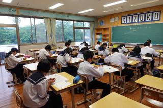 放課後,本校を会場として英語検定が行われています。今,リスニングを受験中です。