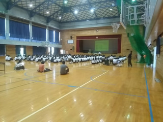 6月5・6日の午後,体育館で高校説明会が行われなした。