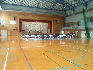 1校時2年生・2校時1年生・3校時3年生と学年別に,体育館で弁論大会が行われ,各クラス2名の代表が自分の主張を発表しました。
