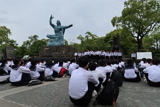 1日目,長崎の平和公園で平和祈念式を行いました。