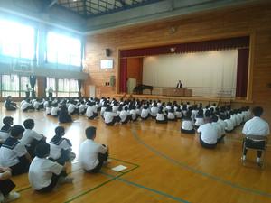 3校時,体育館で1学期の終業式が行われました。