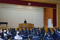 代表生徒が1年間の反省と新年とに向けての抱負を述べました。